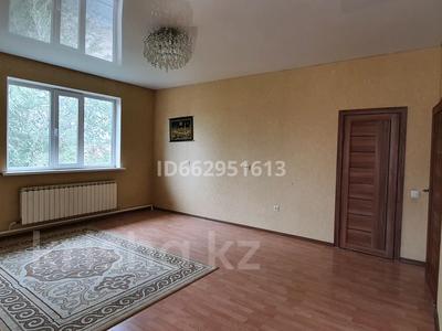 4-комнатный дом помесячно, 160 м², 10 сот., Юго-восток за 180 000 〒 в Нур-Султане (Астана), Алматы р-н