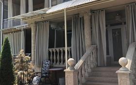 5-комнатный дом помесячно, 300 м², 2 сот., мкр Таусамалы, 6-я линия 215 за 600 000 〒 в Алматы, Наурызбайский р-н