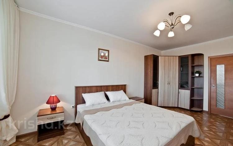 2-комнатная квартира, 70 м², 7/18 этаж посуточно, Брусиловского 167блок3 за 14 000 〒 в Алматы, Алмалинский р-н