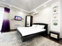 1-комнатная квартира, 40 м², 2/4 этаж посуточно, Победы 105 — Исаева за 15 000 〒 в Уральске