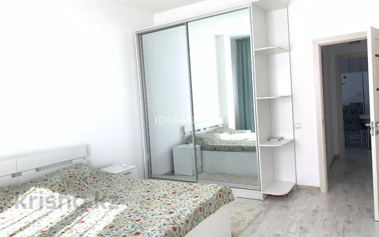 2-комнатная квартира, 72 м², 6/8 этаж помесячно, Пригородный, Кабанбай Батыра 58Б за 270 000 〒 в Нур-Султане (Астана), Есиль р-н