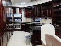 5-комнатная квартира, 231 м², 7/20 этаж помесячно