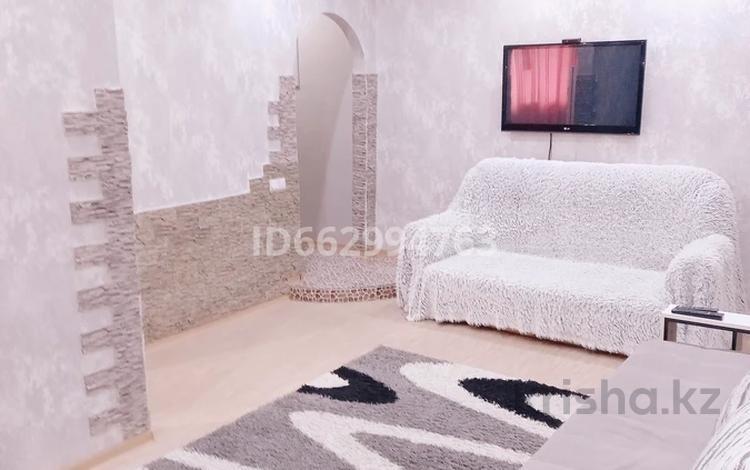 2-комнатная квартира, 47 м², 1/4 этаж посуточно, Первомайская 39 — Утепбаева за 10 000 〒 в Семее