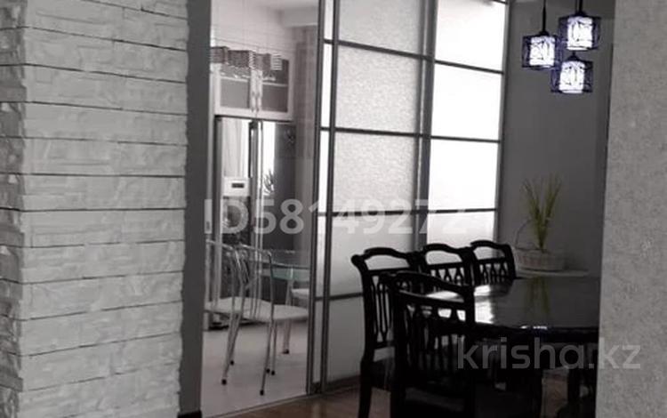 3-комнатная квартира, 120 м², 22/25 этаж, мкр 11 за 28 млн 〒 в Актобе, мкр 11