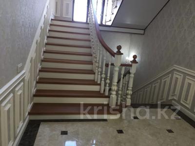 4-комнатный дом помесячно, 200 м², Ашимова 5 за 555 000 〒 в Алматы — фото 2
