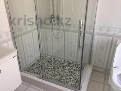 4-комнатный дом помесячно, 200 м², Ашимова 5 за 555 000 〒 в Алматы — фото 5