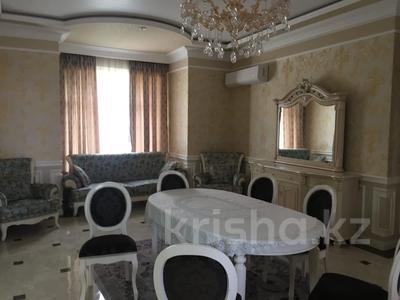 4-комнатный дом помесячно, 200 м², Ашимова 5 за 555 000 〒 в Алматы — фото 7