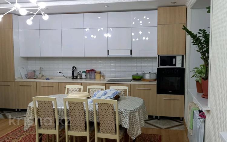 3-комнатная квартира, 215 м², 9/9 этаж, улица Жамбыла Жабаева за 51 млн 〒 в Петропавловске