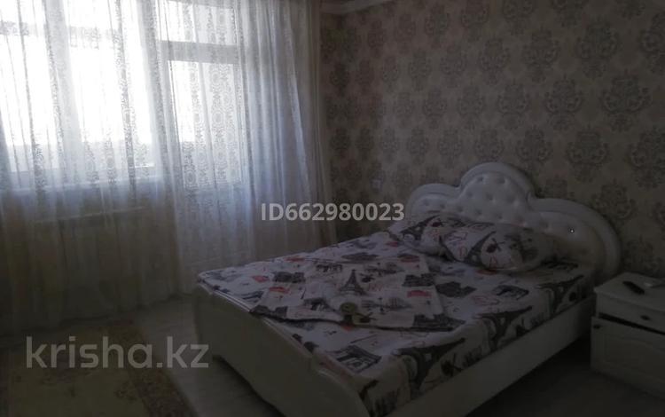 2-комнатная квартира, 69 м², 18/18 этаж посуточно, 17-й мкр 4 за 12 000 〒 в Актау, 17-й мкр