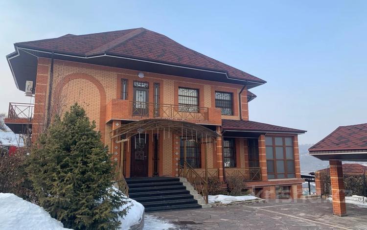 4-комнатный дом помесячно, 380 м², 20 сот., Жанару 688 за 2 млн 〒 в Алматы, Бостандыкский р-н