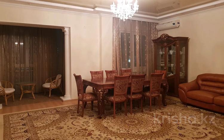 4-комнатная квартира, 120 м², 13/14 этаж помесячно, Конаева 35 за 320 000 〒 в Нур-Султане (Астана), Есиль р-н