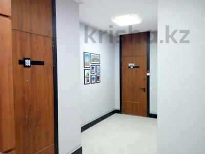 2-комнатная квартира, 55 м², 9/15 этаж посуточно, Мəнгілік Ел 51 за 12 000 〒 в Нур-Султане (Астана), Есиль р-н — фото 19