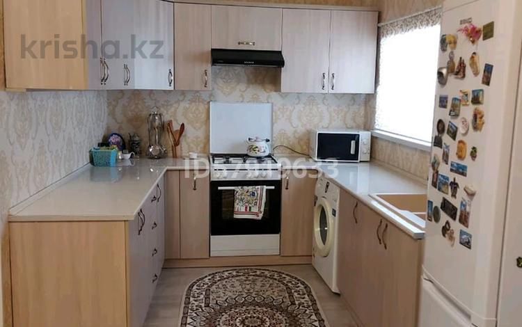 4-комнатный дом, 76 м², 4 сот., улица Туйте Пиримкулова — Конаева за 19 млн 〒 в Таразе
