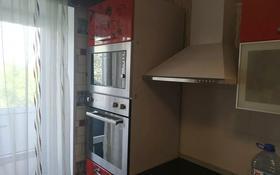 3-комнатная квартира, 64 м², 4/5 этаж помесячно, Район имени Казыбек би 55 за 160 000 〒 в Караганде, Казыбек би р-н