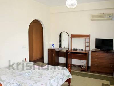 1-комнатная квартира, 35 м², 4/5 этаж посуточно, Макатаева 81 — Панфилова за 9 000 〒 в Алматы, Алмалинский р-н