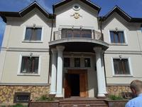 8-комнатный дом, 451.4 м², 0.1 сот.