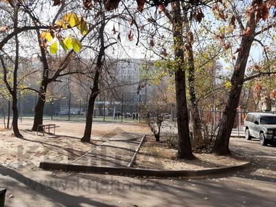 3-комнатная квартира, 62 м², 1/5 этаж, Жарокова — Кабанбай Батыра (Калинина) за 22.2 млн 〒 в Алматы, Алмалинский р-н