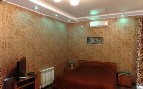 1-комнатная квартира, 37 м², 1/4 этаж посуточно, Победы 105 — Евразии за 10 000 〒 в Уральске