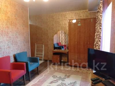 1-комнатная квартира, 37 м², 1/4 этаж посуточно, Победы 105 — Евразии за 12 000 〒 в Уральске