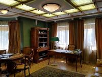 7-комнатный дом, 1200 м², 50 сот.