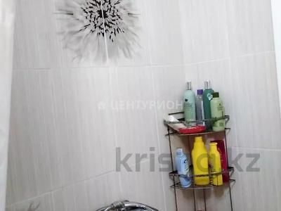 2-комнатная квартира, 54 м², 4/5 этаж, Братьев Жубановых за 9.4 млн 〒 в Актобе — фото 9