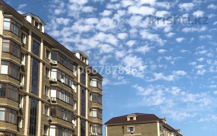 2-комнатная квартира, 82.8 м², 7/9 этаж посуточно, Валиханова 21 б за 18 000 〒 в Атырау