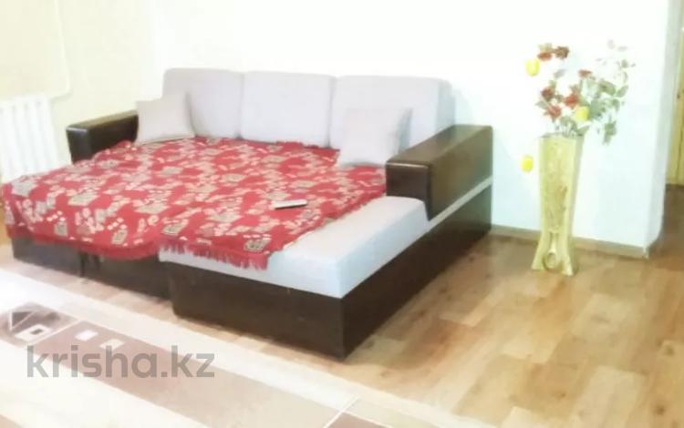 2-комнатная квартира, 65 м², 3/5 этаж посуточно, Иртышская 17 — Бозтаева за 5 000 〒 в Семее
