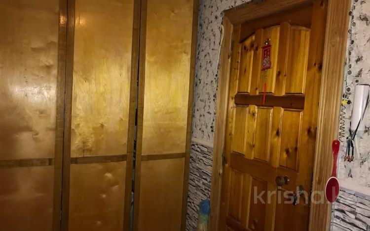 3-комнатная квартира, 65 м², 1/9 этаж, Старый Оскол, мкр. Королева 10 за 18 млн 〒 в Белгороде