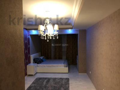 2-комнатная квартира, 85 м², 10/18 этаж на длительный срок, мкр Самал-1, Жолдасбекова 9А за 400 000 〒 в Алматы, Медеуский р-н