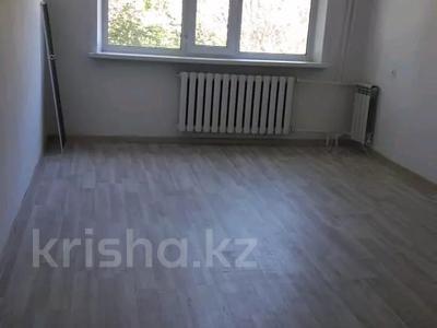 2-комнатная квартира, 57 м², 2/9 этаж помесячно, Строительная 17 за 60 000 〒 в Караганде, Казыбек би р-н