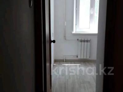 2-комнатная квартира, 57 м², 2/9 этаж помесячно, Строительная 17 за 60 000 〒 в Караганде, Казыбек би р-н — фото 2