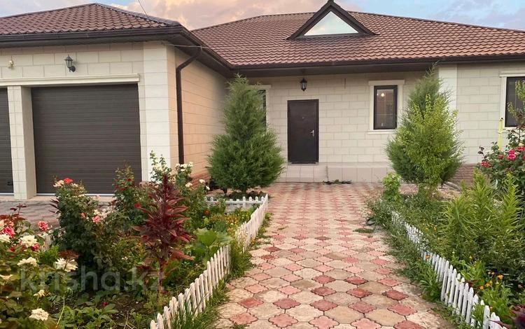 5-комнатный дом, 244 м², 9 сот., мкр Самал, 4-ая улица 5 за 56 млн 〒 в Атырау, мкр Самал