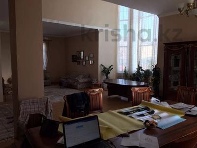 6-комнатный дом, 380 м², 9 сот., Жандарбековой 65 за ~ 39 млн 〒 в Караганде, Казыбек би р-н — фото 7