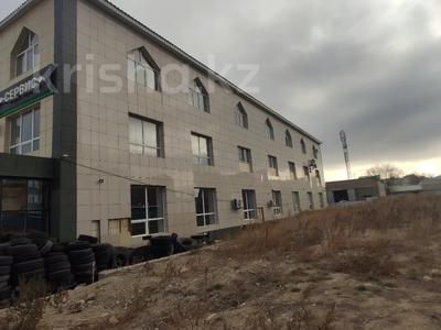 Здание, площадью 4580.3 м², Молдагуловой 56г за 598.9 млн 〒 в Актобе — фото 20