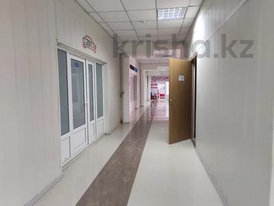 Здание, площадью 4580.3 м², Молдагуловой 56г за 598.9 млн 〒 в Актобе — фото 26