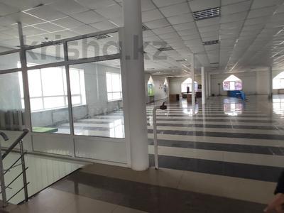 Здание, площадью 4580.3 м², Молдагуловой 56г за 598.9 млн 〒 в Актобе — фото 30