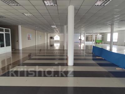 Здание, площадью 4580.3 м², Молдагуловой 56г за 598.9 млн 〒 в Актобе — фото 32