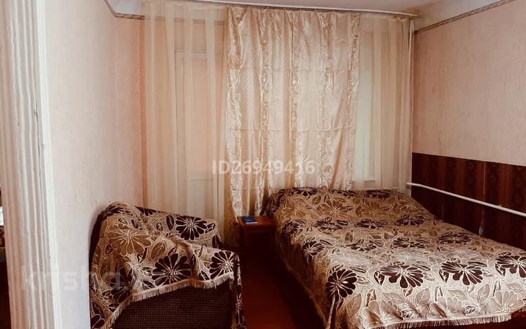 1-комнатная квартира, 33 м², 2/4 этаж посуточно, проспект Назарбаева 196/1 — Сарайшык за 5 000 〒 в Уральске