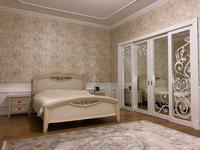 7-комнатный дом, 450 м², 10 сот., мкр Михайловка , Крылова за 160 млн 〒 в Караганде, Казыбек би р-н