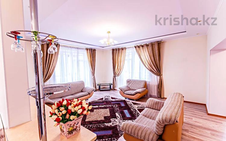 3-комнатная квартира, 140 м², 4 этаж посуточно, Достык 1 — Нур-Жолы за 17 900 〒 в Нур-Султане (Астана), Есиль р-н