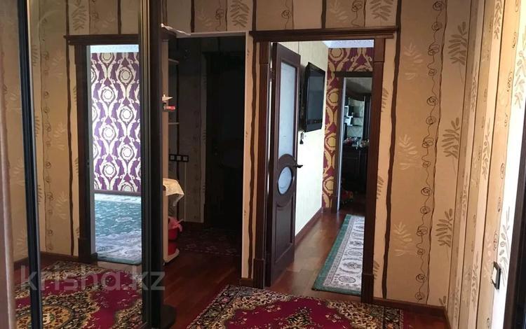 4-комнатная квартира, 91 м², 9/9 этаж, 11 мкр 115 — Маметовой за 16.5 млн 〒 в Актобе, мкр 11