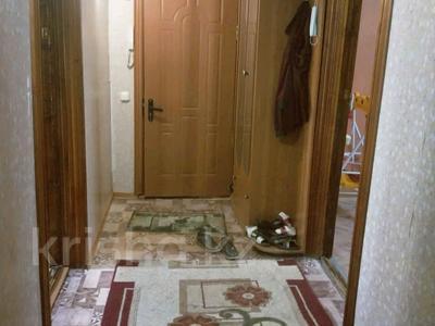 3-комнатная квартира, 60 м², 4/5 этаж, мкр 12 19 за 14.8 млн 〒 в Актобе, мкр 12