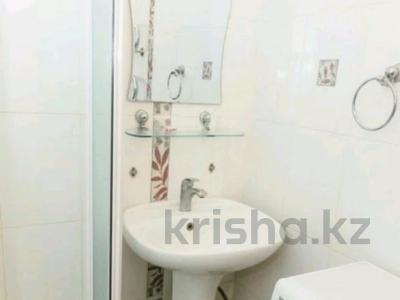 1-комнатная квартира, 30 м², 2/5 этаж посуточно, улица Достык 219 за 7 000 〒 в Уральске