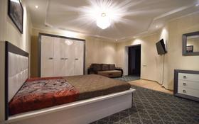 1-комнатная квартира, 60 м² посуточно, Льва Толстого 127/2 за 5 000 〒 в Уральске