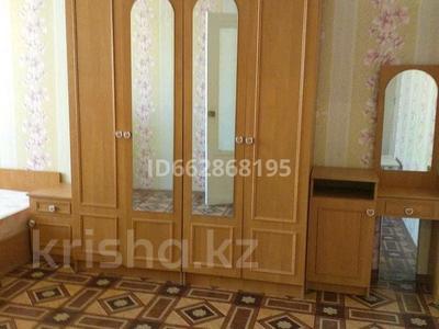 1-комнатная квартира, 40.2 м², 4/5 этаж помесячно, 4 мкрн за 70 000 〒 в Уральске — фото 2