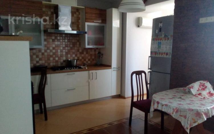 3-комнатная квартира, 108 м², 4/6 этаж, 11 мкр 1 за 22 млн 〒 в Актобе