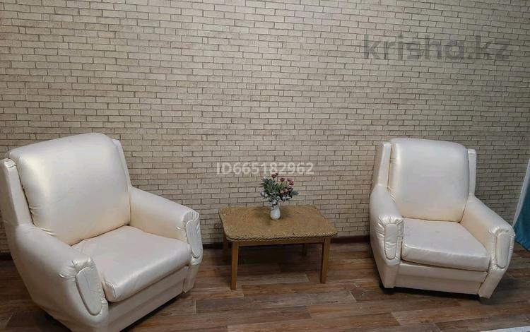 1-комнатная квартира, 50 м², 5/5 этаж на длительный срок, мкр Шанхай 2Е — Мира за 100 000 〒 в Актобе, мкр Шанхай