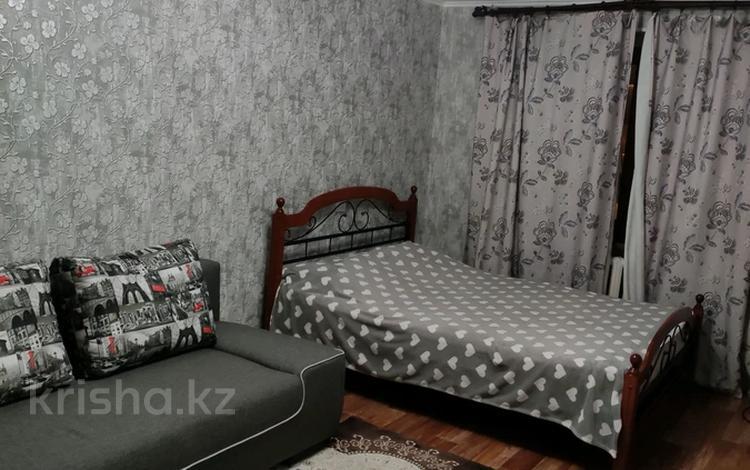 1-комнатная квартира, 31 м², 5/5 этаж посуточно, Карахан 2 — Толе би за 8 000 〒 в Таразе