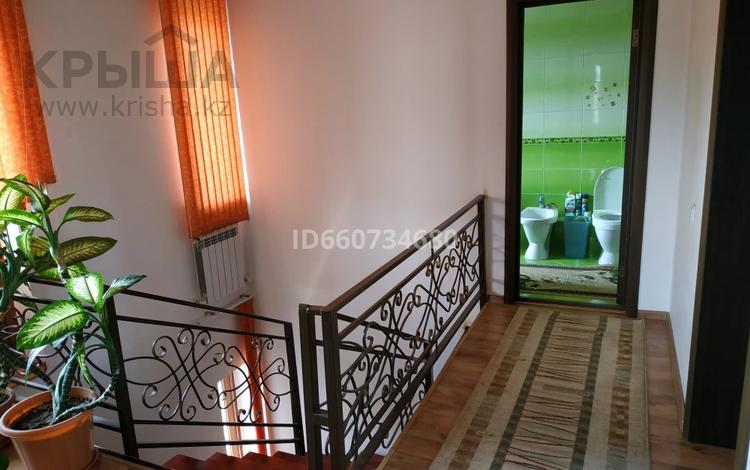 5-комнатный дом, 120 м², 5.5 сот., мкр Кайрат, Мкр Кайрат — Акжамал за 49 млн 〒 в Алматы, Турксибский р-н