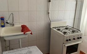 1-комнатная квартира, 30 м², 3/4 этаж помесячно, Азаттык 131 за 65 000 〒 в Атырау